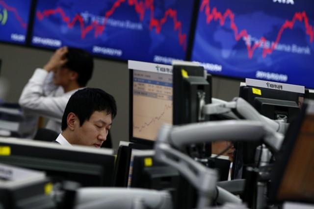Рынки и доллар упали