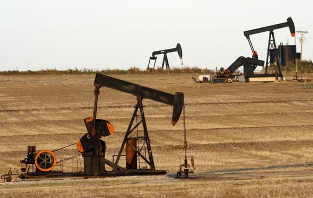Нефть дешевеет, несмотря