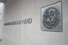 МВФ снижает оценку