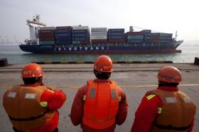 Китай в феврале сократил
