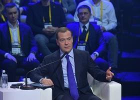 Медведев призвал