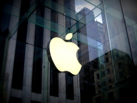 Apple не выпускает из