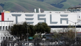 Tesla перестала получать