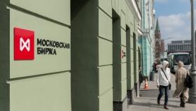 Рубль снизился к доллару